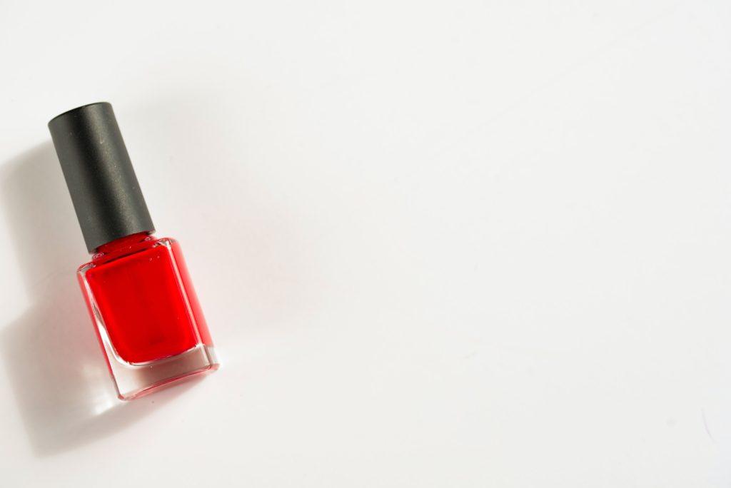 ネイル検定で使用する赤いネイルボトル画像2