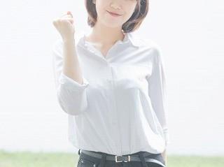 白シャツの服装