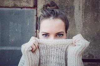 セーター服装